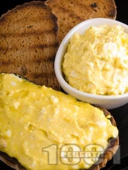 Яйчен домашен пастет с извара и шунка - снимка на рецептата